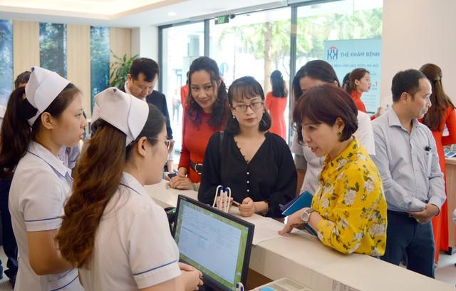 Khai trương Dịch vụ Thanh toán viện phí không dùng tiền mặt tại Bệnh viện Ung Bướu Hà Nội - Ảnh 4.