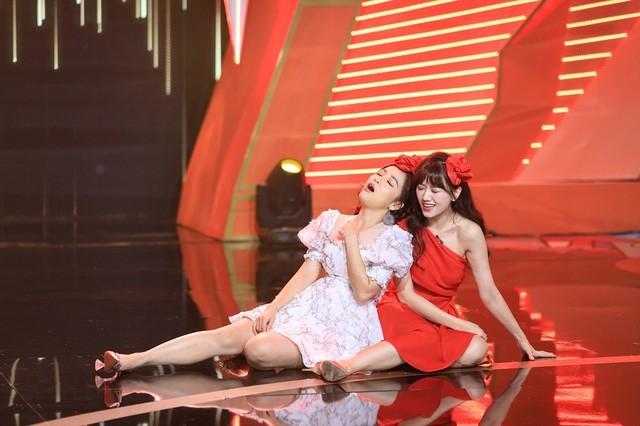Hari Won không thốt nên lời khi Puka quằn quại hát hit 'Anh cứ đi đi' - Ảnh 2.