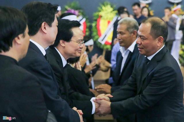 Dòng người tiễn biệt Thứ trưởng GD&ĐT Lê Hải An - Ảnh 14.