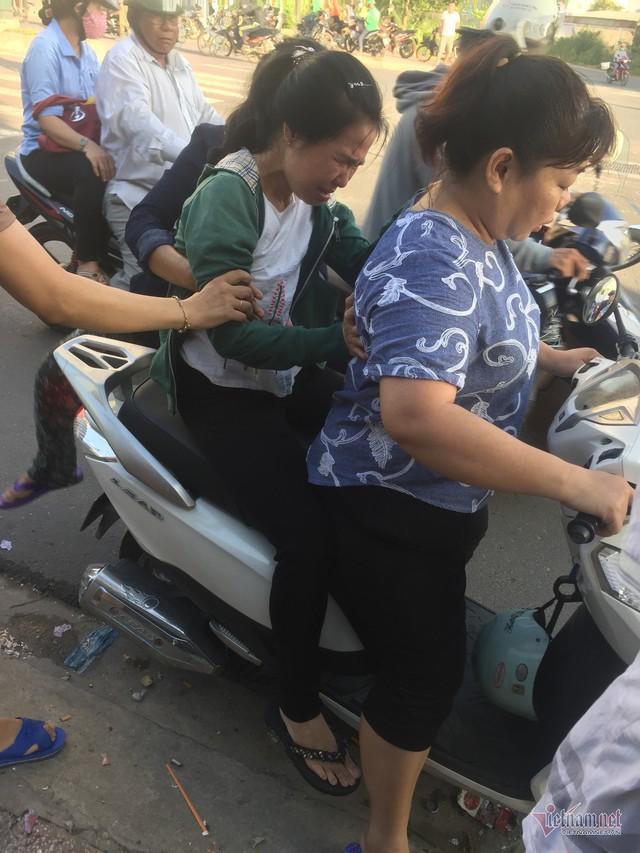 Vợ khóc ngất nhận xác chồng bị xe rước học sinh cán chết ở Sài Gòn - Ảnh 3.