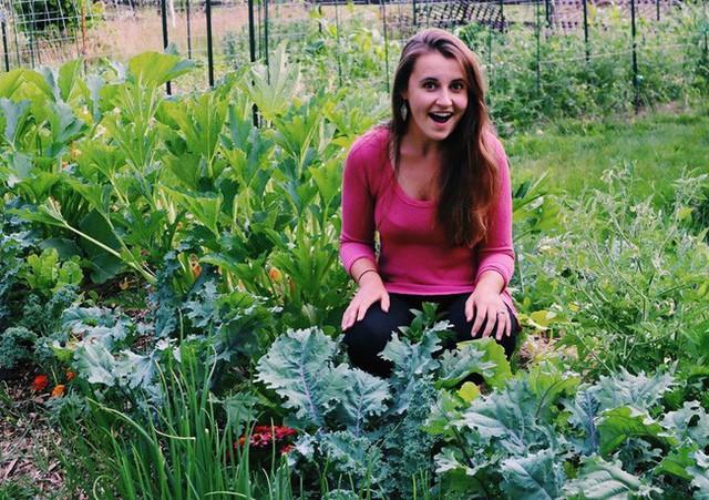 Khu vườn đẹp như tranh vẽ khiến nhiều người ngẩn ngơ khi bước qua của cô gái 20 tuổi có niềm đam mê trồng trọt - Ảnh 7.
