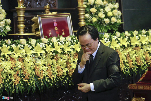 Dòng người tiễn biệt Thứ trưởng GD&ĐT Lê Hải An - Ảnh 8.