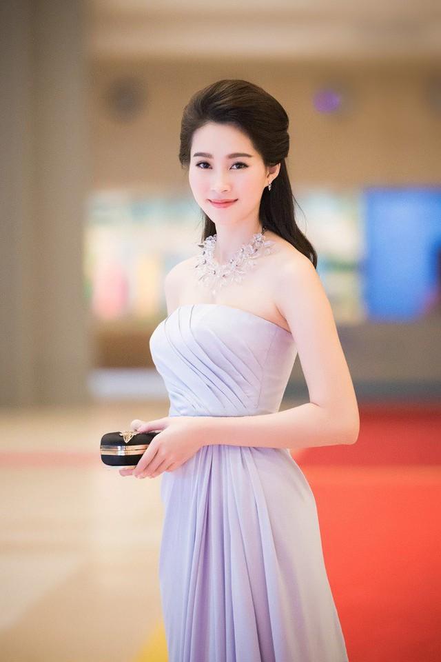 Mỹ nhân Việt cùng diện váy quây ngực: Người lên hương, kẻ thảm họa - Ảnh 6.