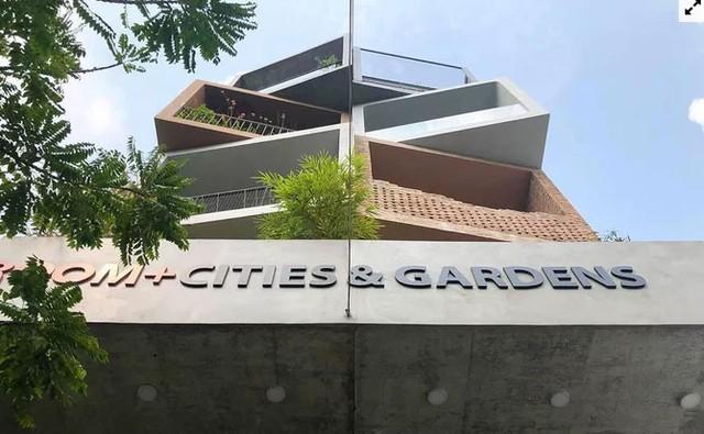 Nhà Sài Gòn lên mỗi tầng như đi du lịch nước khác  - Ảnh 2.