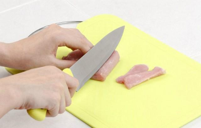 Bất cứ đồ gia dụng nào trong phòng bếp đều có hạn sử dụng, bạn đừng chờ hỏng mới thay sẽ rước ngay bệnh tật vào cơ thể - Ảnh 3.