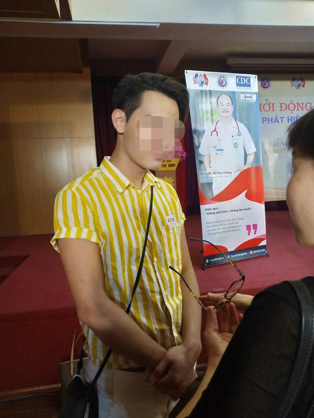 Nhiễm HIV từ năm 16 tuổi, nam thanh niên vẫn sống khỏe mạnh, hạnh phúc cùng vợ con ở tuổi 32 - Ảnh 1.