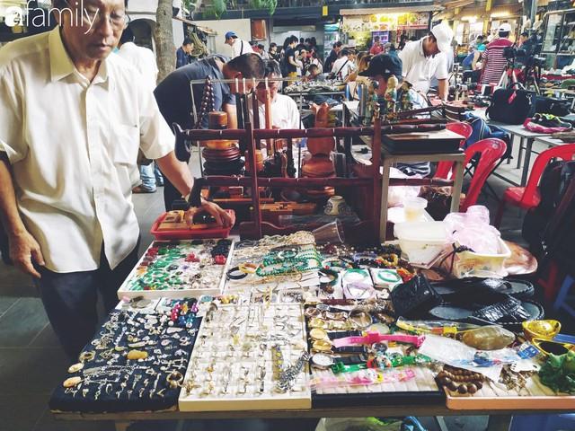 Lạc vào chợ đồ cổ Cao Minh, phiên chợ 1 tuần mở 1 lần - nơi buôn bán hoài niệm và tìm về hồi ức giữa lòng Sài Gòn - Ảnh 2.