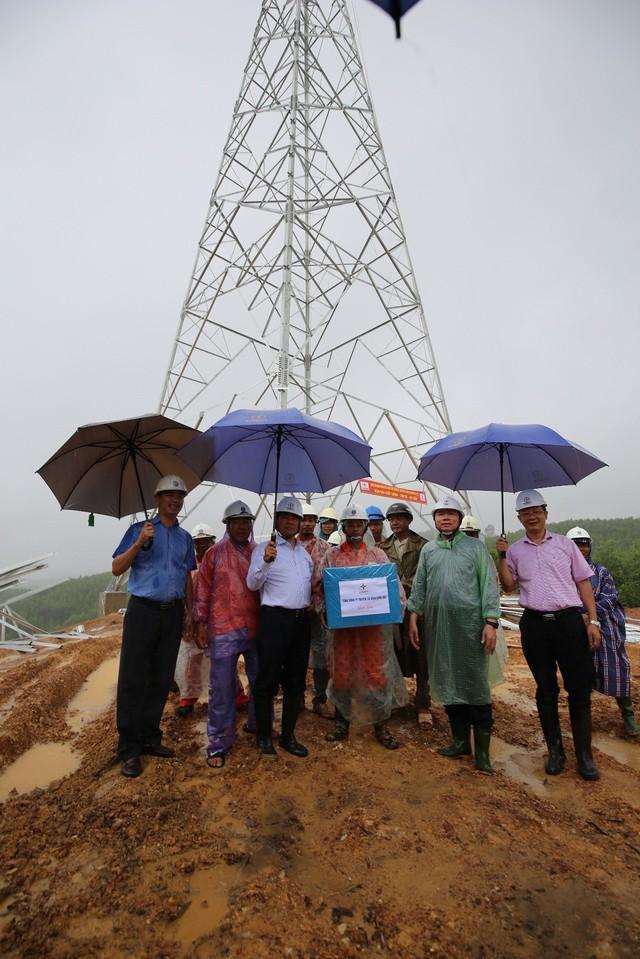 EVNNPT ghi nhận các nhà thầu xây lắp đảm bảo tiến độ thi công các dự án đường dây 500 kV mạch 3 - Ảnh 1.
