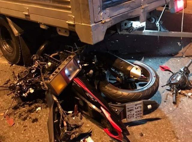 Tông vào đuôi xe tải, xe máy vỡ nát, thanh niên thiệt mạng ở Quảng Nam - Ảnh 2.