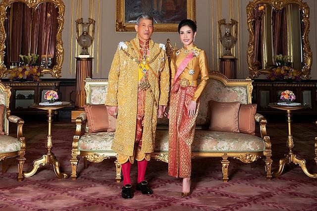 Cuộc cạnh tranh giữa hoàng hậu và hoàng quý phi bên cạnh nhà vua Thái - Ảnh 1.