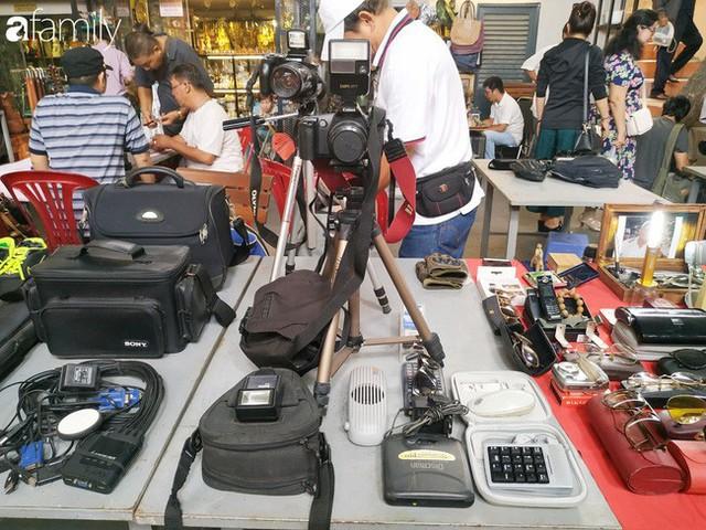 Lạc vào chợ đồ cổ Cao Minh, phiên chợ 1 tuần mở 1 lần - nơi buôn bán hoài niệm và tìm về hồi ức giữa lòng Sài Gòn - Ảnh 12.