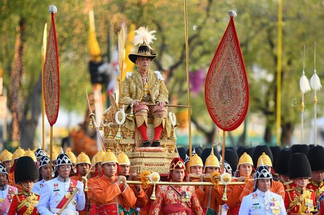 Cuộc cạnh tranh giữa hoàng hậu và hoàng quý phi bên cạnh nhà vua Thái - Ảnh 12.