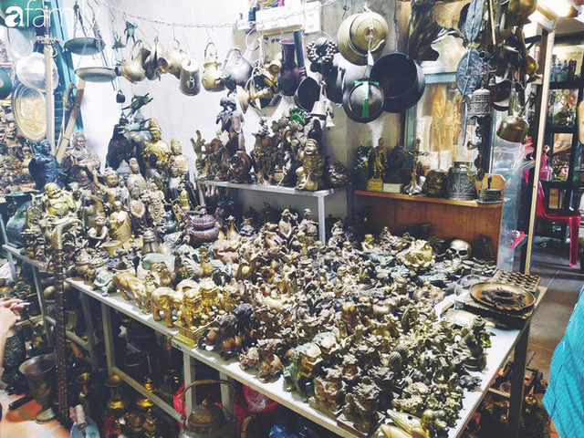 Lạc vào chợ đồ cổ Cao Minh, phiên chợ 1 tuần mở 1 lần - nơi buôn bán hoài niệm và tìm về hồi ức giữa lòng Sài Gòn - Ảnh 16.