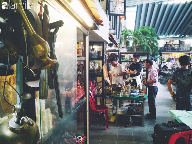 Lạc vào chợ đồ cổ Cao Minh, phiên chợ 1 tuần mở 1 lần - nơi buôn bán hoài niệm và tìm về hồi ức giữa lòng Sài Gòn - Ảnh 3.