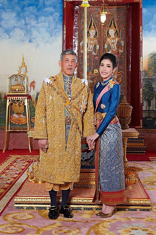 Cuộc cạnh tranh giữa hoàng hậu và hoàng quý phi bên cạnh nhà vua Thái - Ảnh 3.