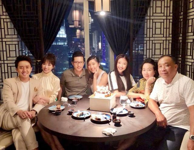 Fan liên tục thắc mắc vì Hari Won lần đầu vắng mặt trong tiệc sinh nhật mẹ Trấn Thành - Ảnh 4.