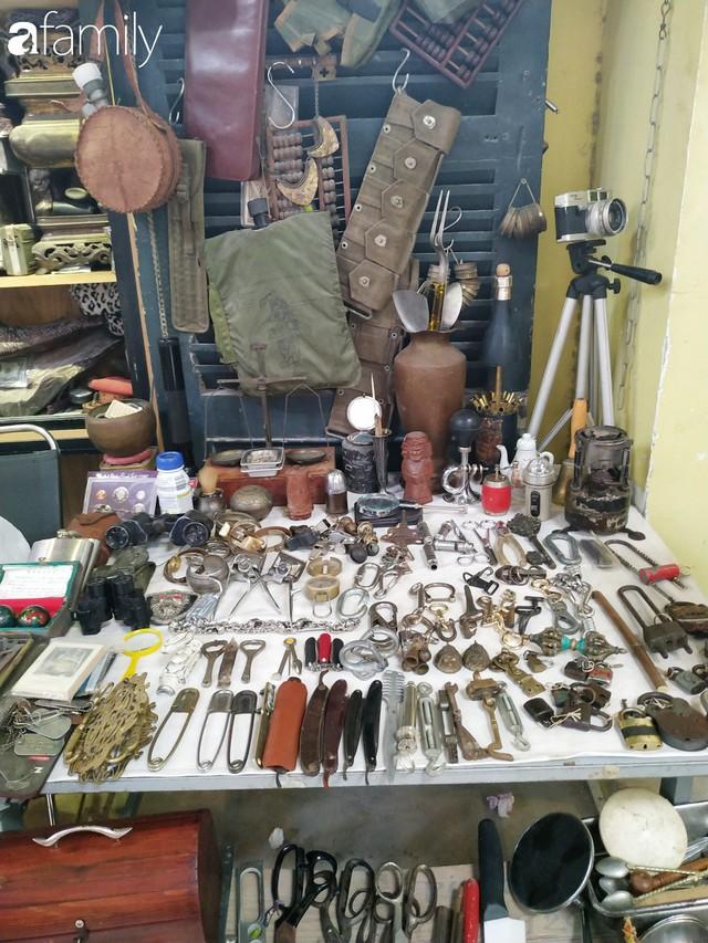 Lạc vào chợ đồ cổ Cao Minh, phiên chợ 1 tuần mở 1 lần - nơi buôn bán hoài niệm và tìm về hồi ức giữa lòng Sài Gòn - Ảnh 4.