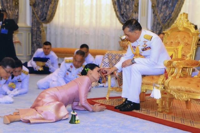 Cuộc cạnh tranh giữa hoàng hậu và hoàng quý phi bên cạnh nhà vua Thái - Ảnh 4.