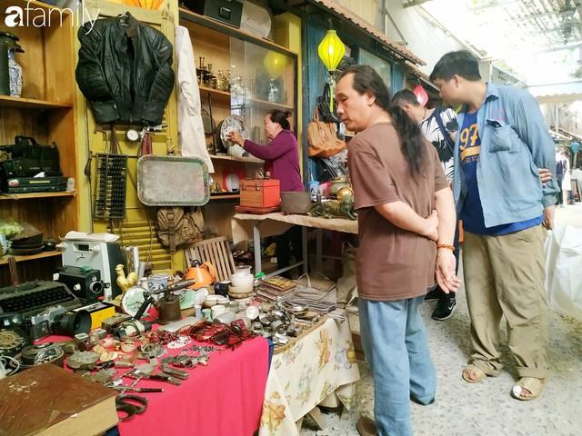 Lạc vào chợ đồ cổ Cao Minh, phiên chợ 1 tuần mở 1 lần - nơi buôn bán hoài niệm và tìm về hồi ức giữa lòng Sài Gòn - Ảnh 5.