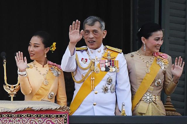 Cuộc cạnh tranh giữa hoàng hậu và hoàng quý phi bên cạnh nhà vua Thái - Ảnh 5.