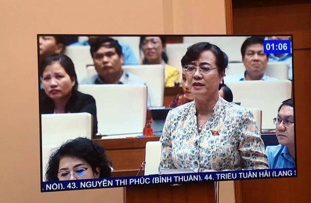 ĐBQH Nguyễn Thị Quyết Tâm rớm nước mắt ở nghị trường khi phản biện tăng giờ làm thêm - Ảnh 4.