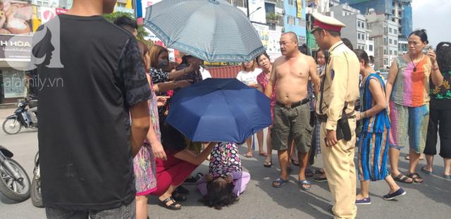 Hà Nội: Va chạm với xe máy khi qua đường, một phụ nữ lớn tuổi nguy kịch - Ảnh 1.