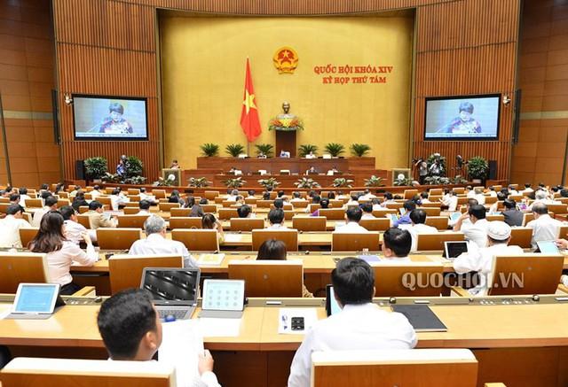 ĐBQH Nguyễn Thị Quyết Tâm rớm nước mắt ở nghị trường khi phản biện tăng giờ làm thêm - Ảnh 1.