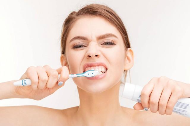 Cách sử dụng bàn chải đánh răng cực kì sai lầm nhiều người  mắc mà không hề hay biết - Ảnh 3.