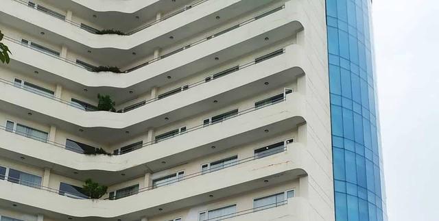 Nghệ An: Phó phòng kế toán một trường đại học rơi từ tầng 8 khách sạn tử vong - Ảnh 1.
