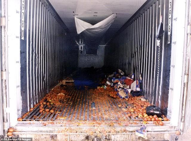 Hình ảnh chấn động vụ 58 người TQ chết trong xe cà chua ở Anh - Ảnh 4.