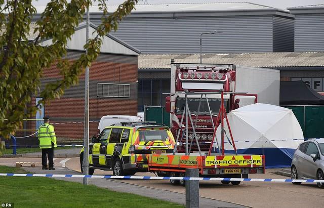 Hình ảnh chấn động vụ 58 người TQ chết trong xe cà chua ở Anh - Ảnh 6.