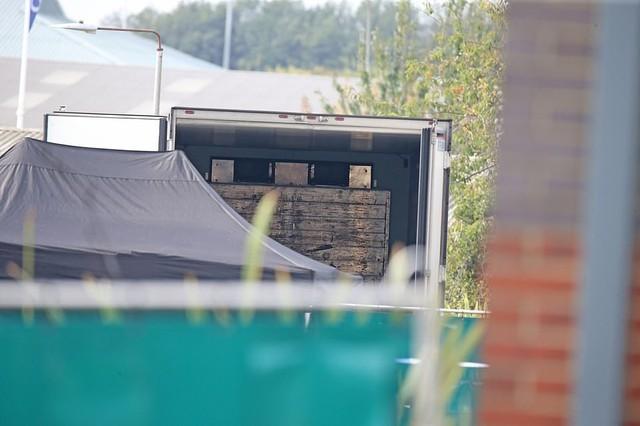 Hình ảnh chấn động vụ 58 người TQ chết trong xe cà chua ở Anh - Ảnh 7.