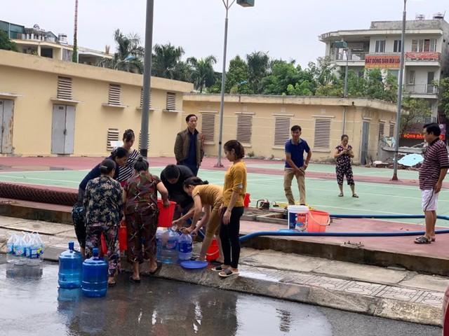 Viwasupco khẳng định nước đã sạch, người dân nhiều nơi vẫn không dám dùng - Ảnh 3.