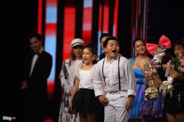 Thí sinh The Voice Kids từ hạnh phúc tới khóc nức nở vì sai sót của MC - Ảnh 1.