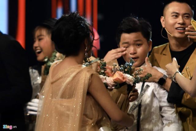 Thí sinh The Voice Kids từ hạnh phúc tới khóc nức nở vì sai sót của MC - Ảnh 3.
