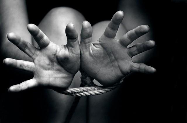 Cuộc đời bi thảm của nạn nhân buôn người: 13 tuổi bị giáo viên cưỡng hiếp, kết hôn theo sự sắp đặt của gia đình và bị chồng bán làm nô lệ tình dục - Ảnh 4.