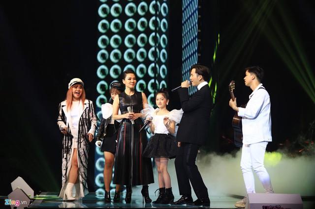 Thí sinh The Voice Kids từ hạnh phúc tới khóc nức nở vì sai sót của MC - Ảnh 7.