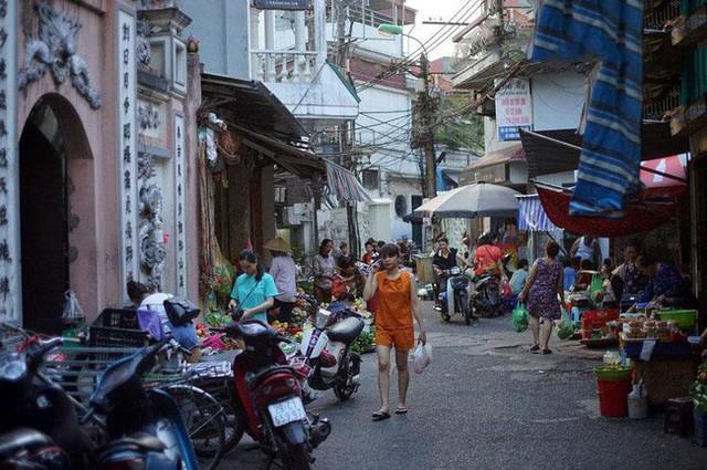 Mùa rươi đến người tiêu dùng Hà Nội lại thi nhau ghé qua khu chợ này, giá tuy cao nhưng vẫn tấp nập người mua  - Ảnh 2.