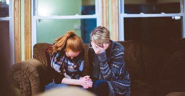 Điều cần làm để vượt qua nỗi đau mất mát người thân - Ảnh 1.