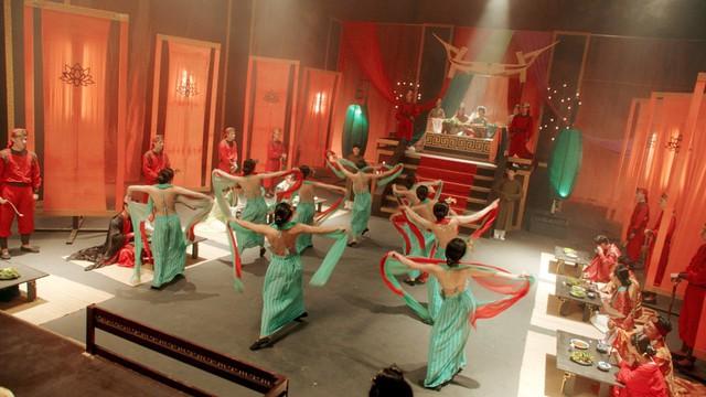 MV Tự tâm của Nguyễn Trần Trung Quân hấp dẫn như phim điện ảnh - Ảnh 3.