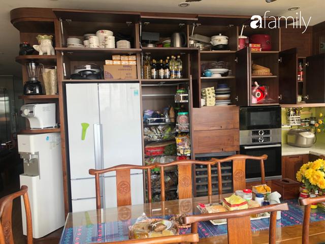 Căn bếp nhỏ chứa vạn đồ hữu ích lại còn rợp hoa của bà mẹ Hà Nội - Ảnh 11.