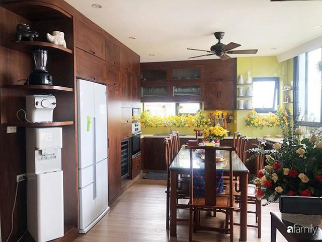 Căn bếp nhỏ chứa vạn đồ hữu ích lại còn rợp hoa của bà mẹ Hà Nội - Ảnh 13.
