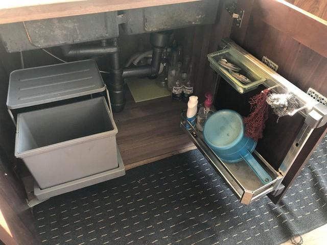 Căn bếp nhỏ chứa vạn đồ hữu ích lại còn rợp hoa của bà mẹ Hà Nội - Ảnh 17.