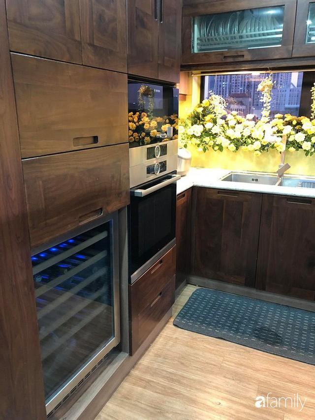 Căn bếp nhỏ chứa vạn đồ hữu ích lại còn rợp hoa của bà mẹ Hà Nội - Ảnh 27.