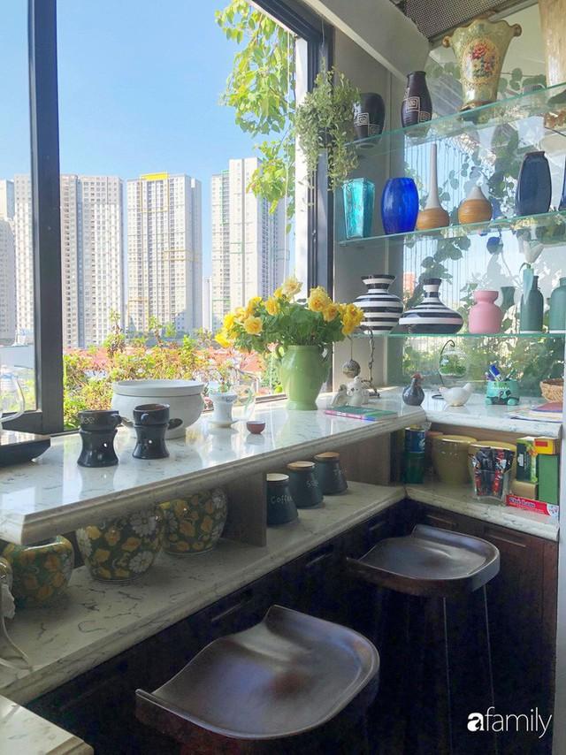 Căn bếp nhỏ chứa vạn đồ hữu ích lại còn rợp hoa của bà mẹ Hà Nội - Ảnh 9.