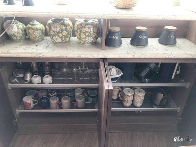 Căn bếp nhỏ chứa vạn đồ hữu ích lại còn rợp hoa của bà mẹ Hà Nội - Ảnh 10.