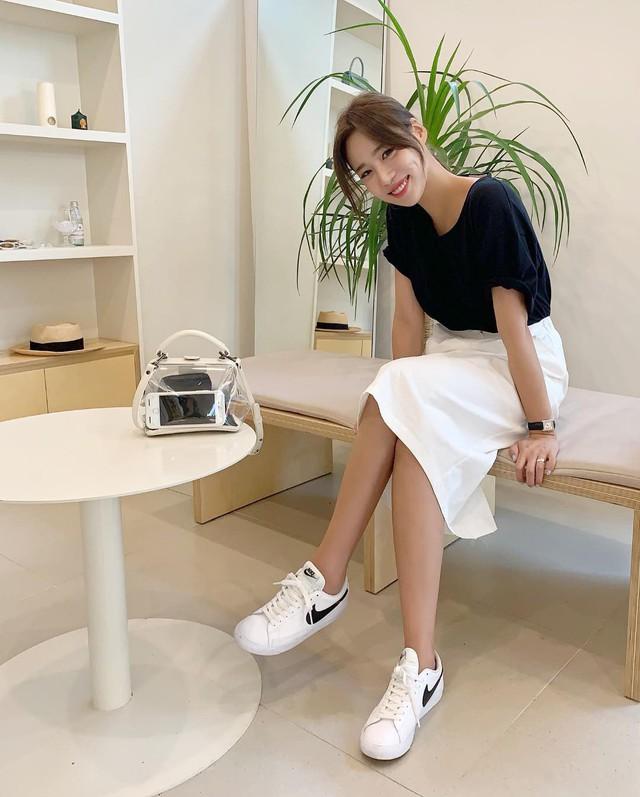 4 cách diện giày sneaker đẹp mê mẩn ai cũng nên thử - Ảnh 13.