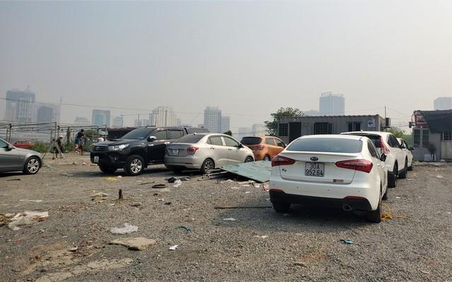 Hàng trăm ô tô tiền tỷ nằm phơi nắng chờ khách mua ở Hà Nội - Ảnh 3.