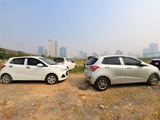 Hàng trăm ô tô tiền tỷ nằm phơi nắng chờ khách mua ở Hà Nội - Ảnh 5.