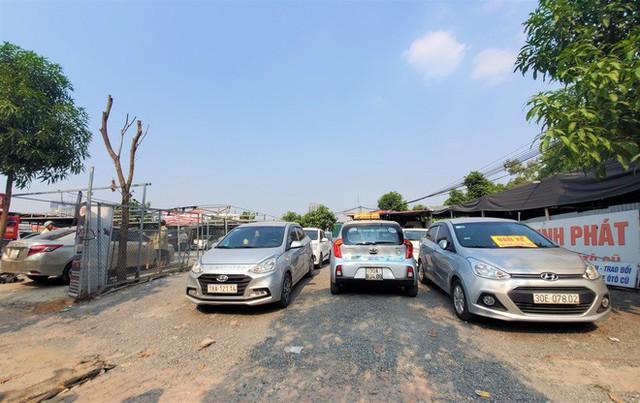 Hàng trăm ô tô tiền tỷ nằm phơi nắng chờ khách mua ở Hà Nội - Ảnh 7.